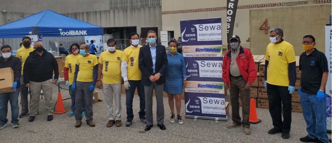 Consul General joined Mayor of Houston Sylvester Turner in the food distribution drive organized by Sewa USA on April 3, 2021 .