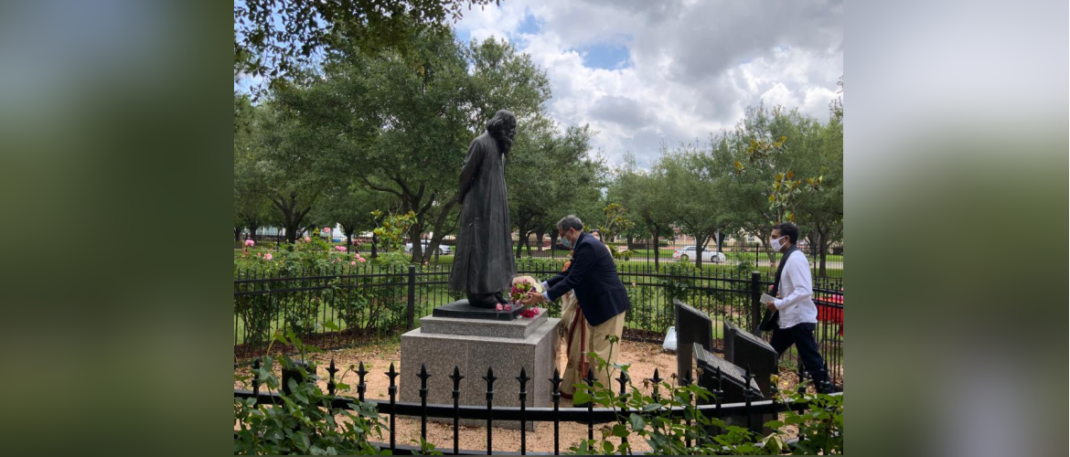 Consul General along with members of Tagore Society of Houston paid tribute to Gurudev Rabindranath Tagore at Tagore Grove on his 160th birth anniversary,May 08 2021